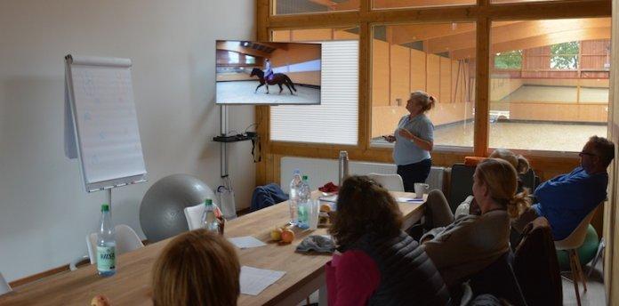 Elaine-Butler-gibt-Seminare