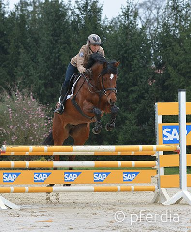 Ingrid-Klimke-springt-mit-Somabay