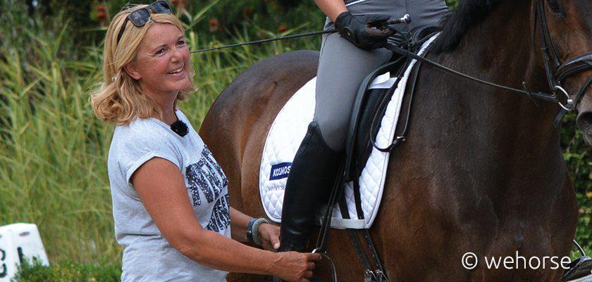 Britta Schöffmann neben Pferd