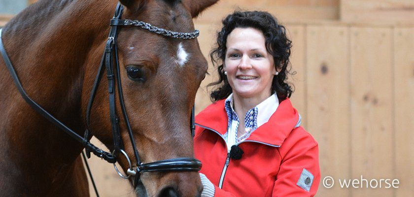 Ausbilderin Kathrin Roida und Pferd