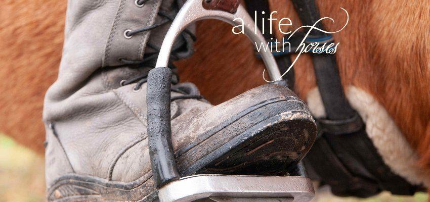 Fuß im Steigbügel