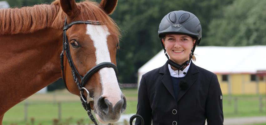 Ab einer gewissen Dressurklasse muss das Outfit von Reiter und Pferd stimmen