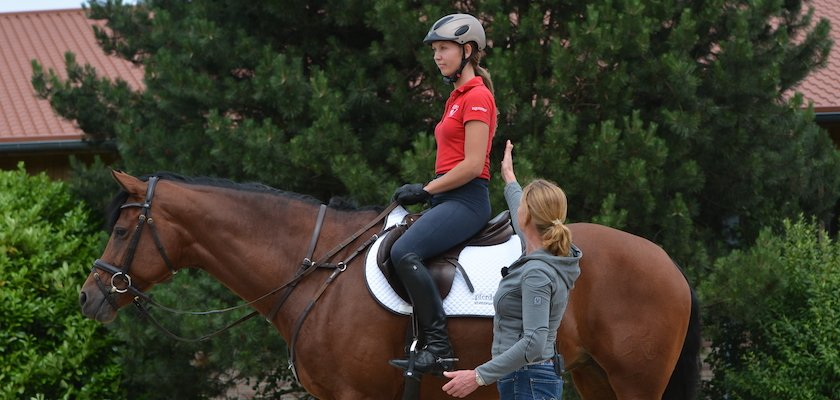 Show-jumping-position