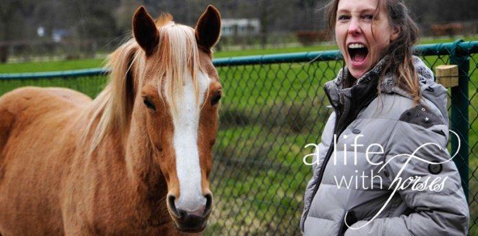 gluecklich-mit-dem-pferd