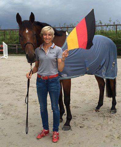 pferdia tv  Abstimmen für die Fahnenträgerin Ingrid Klimke...