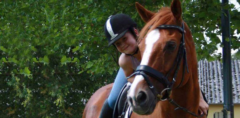 Kind-auf-Pferd